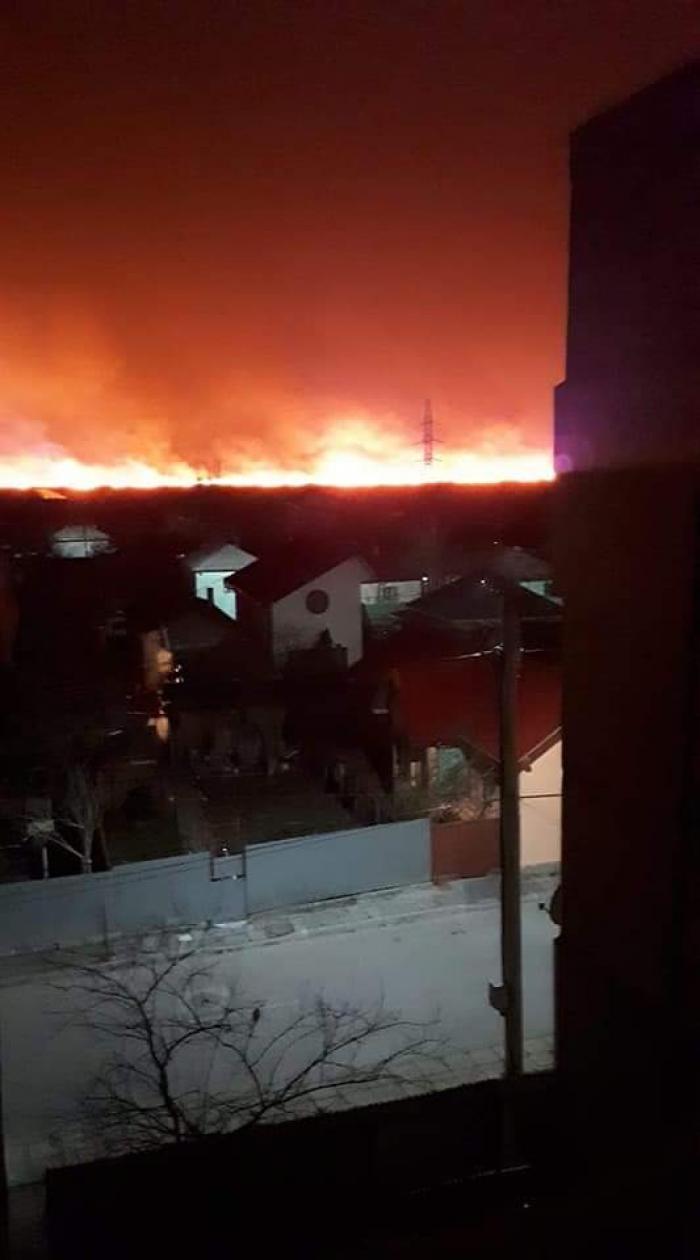 Imagini dramatice de la incendiul de lângă Sulina. Focul arde de câteva ore pe o suprafață uriașă