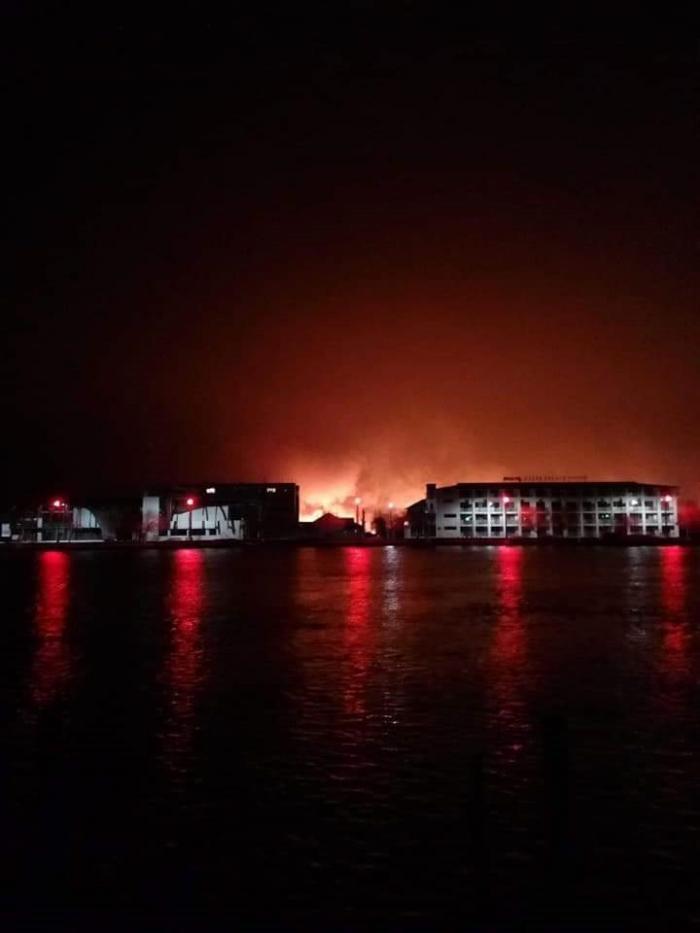 Arde Delta Dunării. Imagini terifiante de la Sulina, oraşul care e înconjurat de flăcări (video)