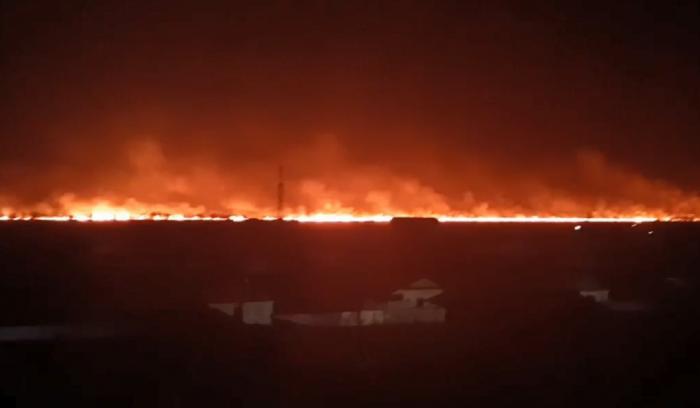 Farul vechi din Sulina, înconjurat de flăcări