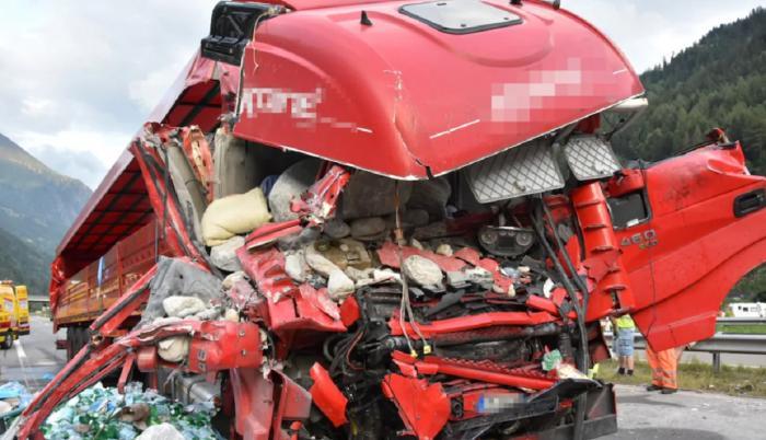 Şoferul român are 52 de ani