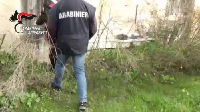 O mamă româncă şi-a vândut fiica 13 ani bărbaţilor, în Italia, pentru câteva sute de euro. Copila era ameninţată cu moartea (Video)