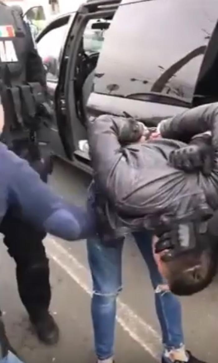 Un bărbat şi soţia lui au aruncat în aer un bancomat, la Arad, şi au furat 100.000 de euro