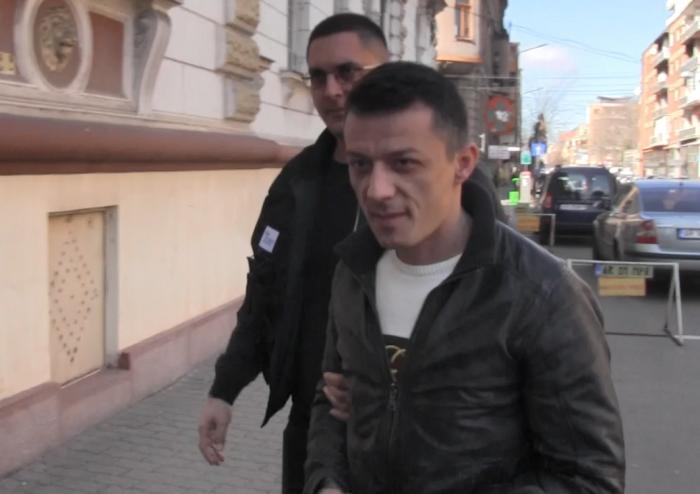 Cei doi soţi care au luat din bancomat 100.000 €, la Arad, au furat 12.000 de ochelari, în Italia