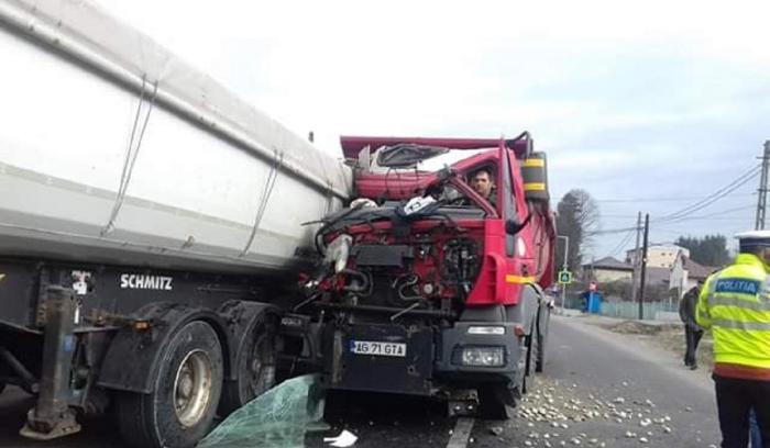 Şoferul a scăpat cu viaţă