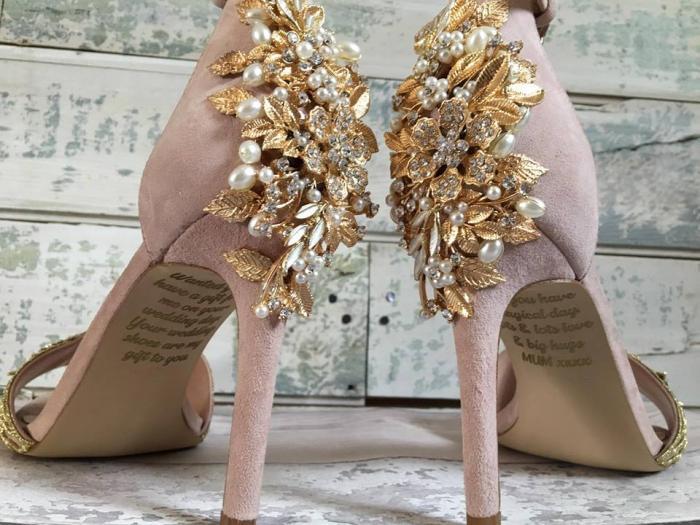 O mamă răpusă de cancer a lăsat un mesaj în pantofii de mireasă ai fiicei sale