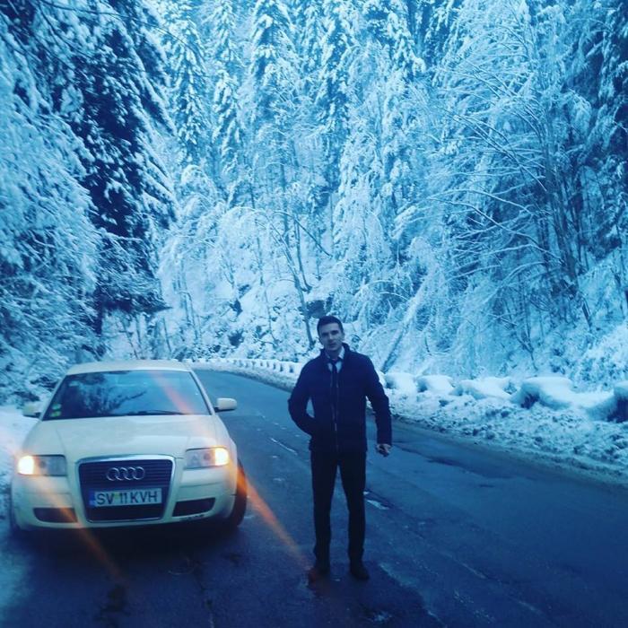 """Alex a intrat cu 140 km/h în """"zidul morţii"""" de la Şcheia. Imagini cumplite de la locul unde a murit tânărul de 28 de ani"""