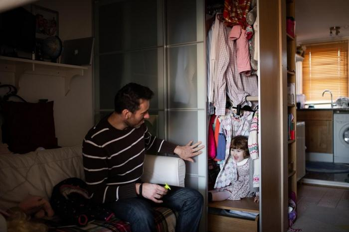 O familie de români cu două fetiţe mici vrea să plece din Anglia, din cauza ostilităţii provocate de Brexit