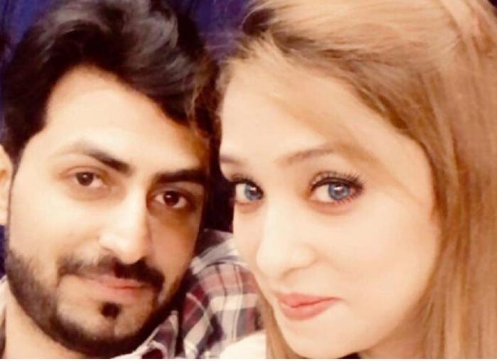 Cei doi tineri din Pakistan păreau extrem de îndrăgostiţi