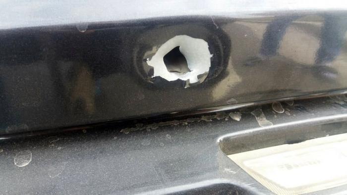 Poliţiştii din Alexandria au tras 12 focuri de armă, ca să reţină patru tineri. Maşina lovită de gloanţe