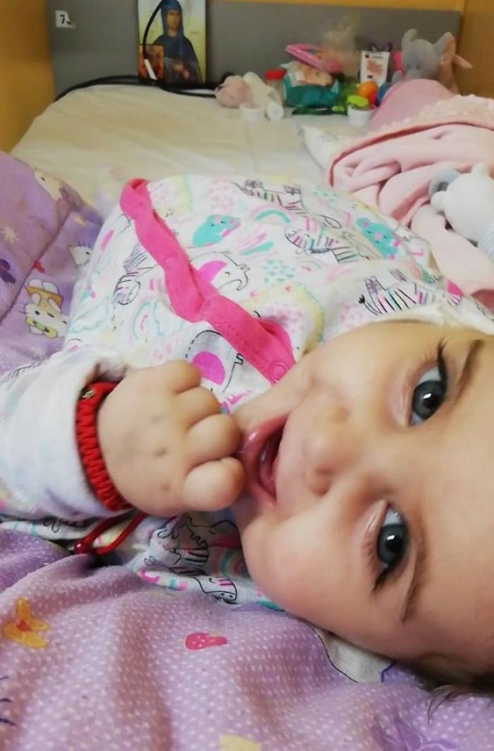 O fetiţă de 7 ani cu autism, din Tg. Jiu, îşi donează ziua de naştere, ca să salveze o bebeluşă de 8 luni