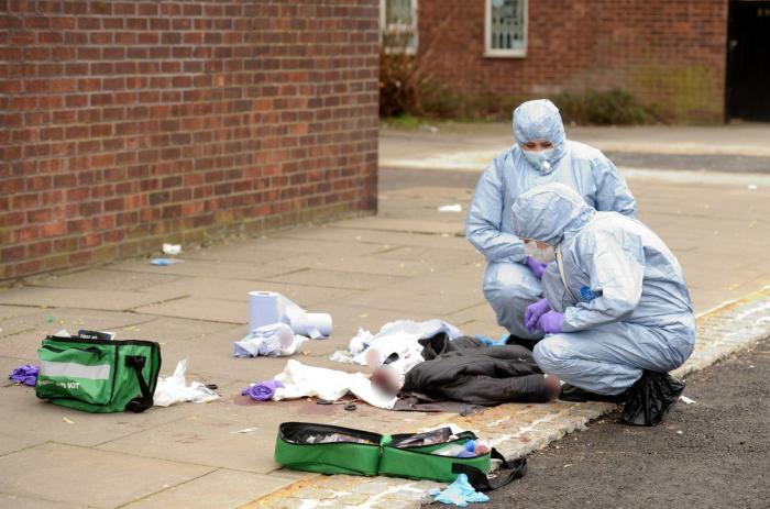 Oameni înjunghiați la Londra. Patru atacuri comise în 12 ore de un cuțitar, căutat de poliție