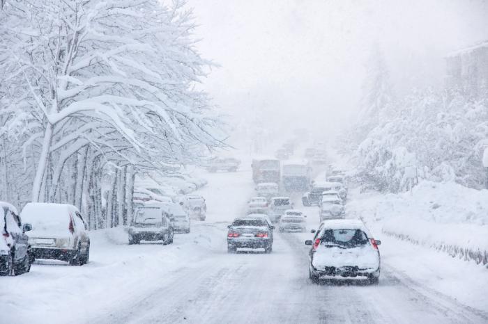 Iarna se întoarce în România. Revin ninsorile, temperaturile scad cu până la 15 grade Celsius
