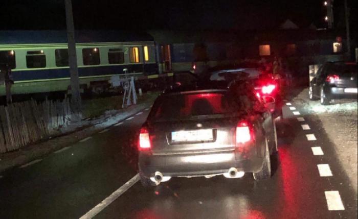 Tren de pasageri deraiat în Bistriţa, la trecerea peste DN 17