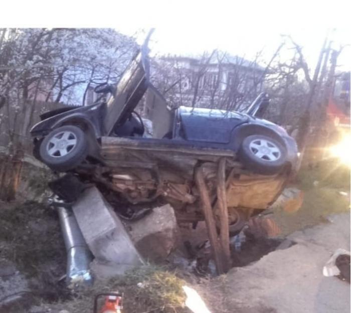 """Andrei e adolescentul care a murit la Tetoiu. Maşina în care era """"zbura"""" cu 120 km/h prin sat"""