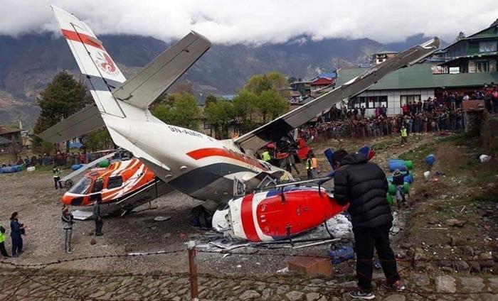 Avionul și cele două elicoptere lovite în accidentul din Nepal