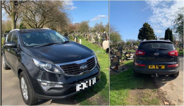 Un şofer şi-a parcat maşina pe un loc de veci, în cimitir