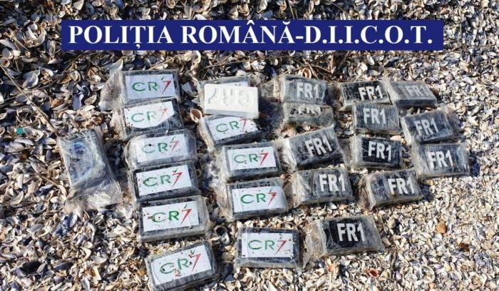 Anchetatorii au găsit un sac plin cu droguri pe plaja Cap Aurora