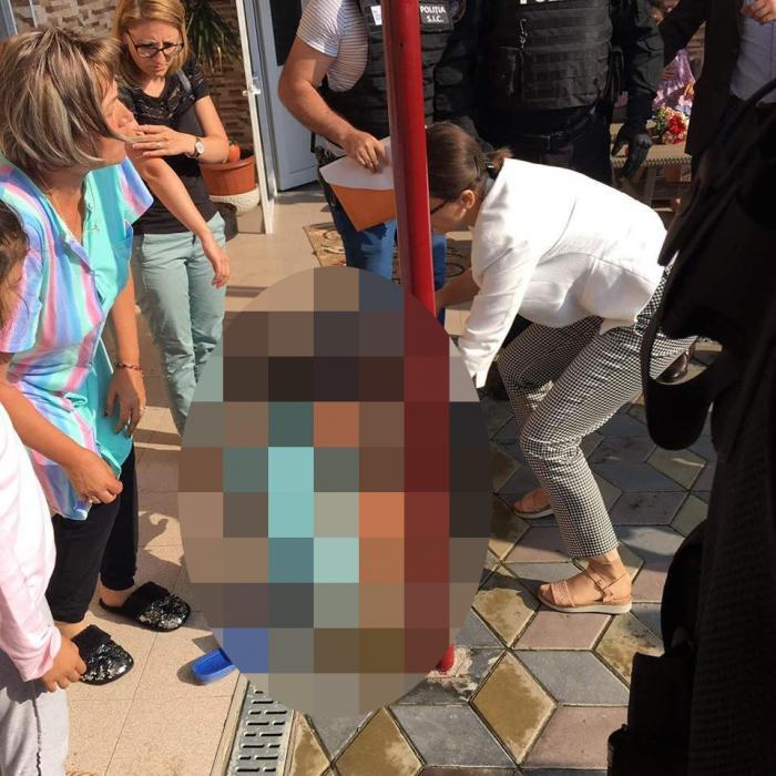 Imagini teribile cu fetiţa de 9 ani din Baia de Aramă luată cu mascaţii, cu forţa, din casa în care a crescut