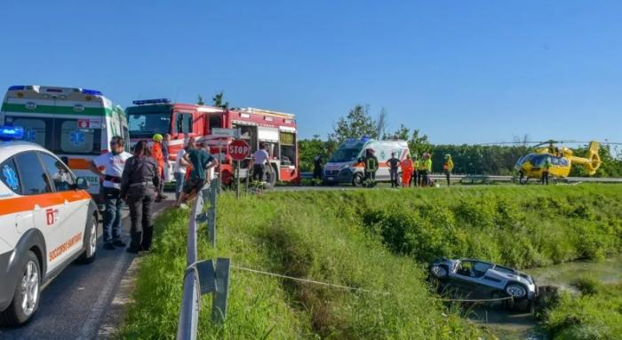 Doi şoferi români au salvat de la moarte doi pensionari, în Italia, punându-şi vieţile în pericol