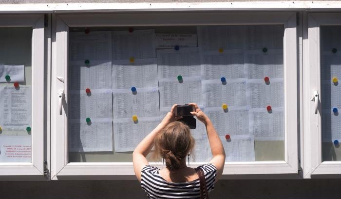 Listele cu note la Bacalaureat afişate la un liceu din Bucureşti