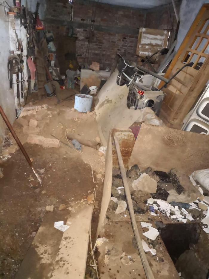 Cameră subterană cu belciuge în podea, găsită sub garajul criminalului din Caracal