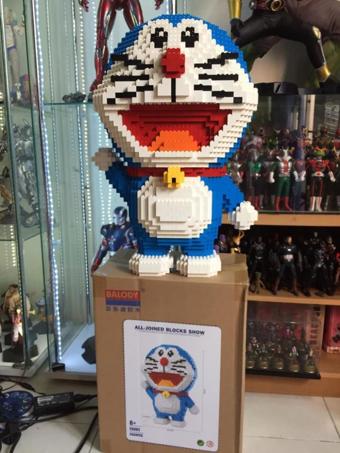 Un băiat care a muncit o săptămână la o figurină Lego nu a luat în calcul că are pisică