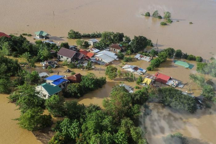 Sute de mii de oameni au fost afectaţi de furtună