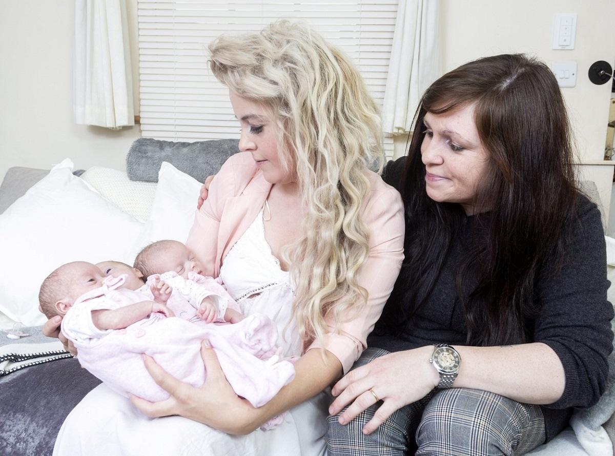 Hannah Swift şi Siobhan alături de cei 3 bebeluşi