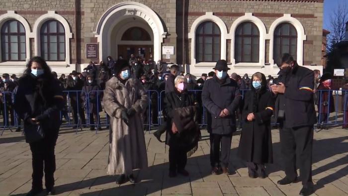 Draga Olteanu Matei a fost condusă pe ultimul drum. Regulile stabilite de CJSU Neamţ, pentru funeralii
