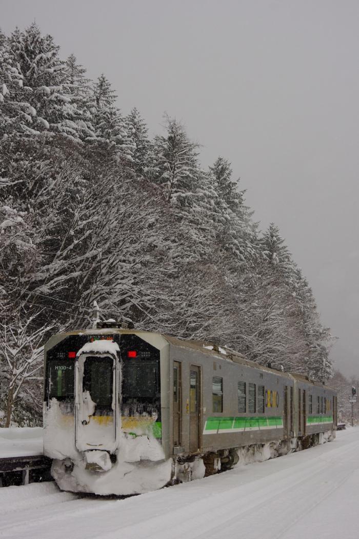 Tren blocat de zăpadă