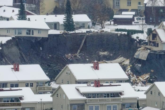 Case distruse de alunecarea de teren din Ask