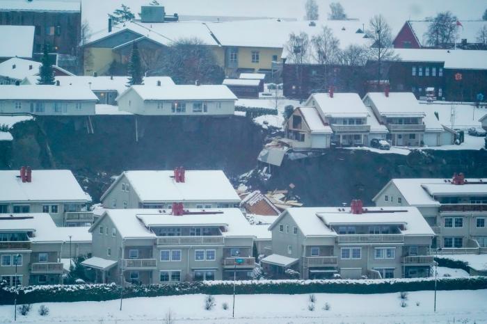 Peste 150 de persoane au fost evacuate, ca urmare a alunecarii de teren