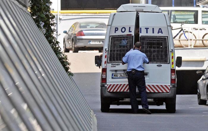 12 persoane reținute, după perchezițiile de la spitalele Covid din Brașov și Harghita