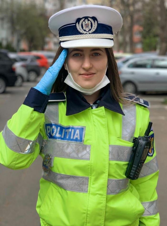 Alexandra, polițista care a oprit un medic în trafic și l-a salutat în poziție de drepți,  are 21 de ani