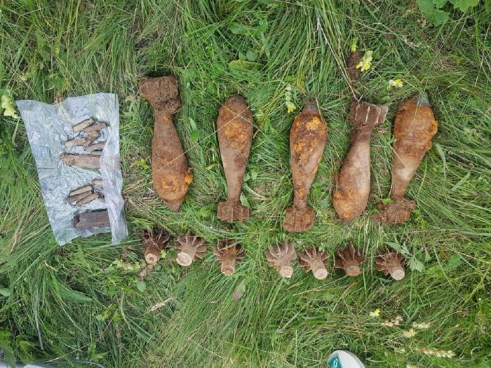 Cinci bombe din Al Doilea Război Mondial, găsite pe un câmp din Harghita