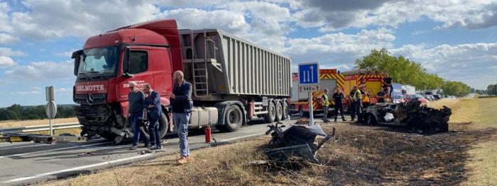 Patru copii carbonizați în mașina lovită de un TIR, în Franța. Camionagiul s-a întins după cablul mobilului și a intrat pe contrasens