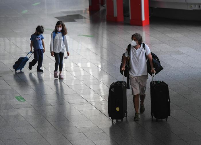 """MAE, avertisment pentru românii care vor să plece în străinătate: """"Zborurile pot fi anulate!"""""""