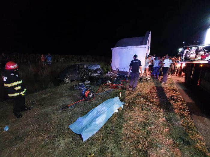 Un tânăr de 25 de ani a murit strivit în troița de la marginea drumului, la Bâldana (video)