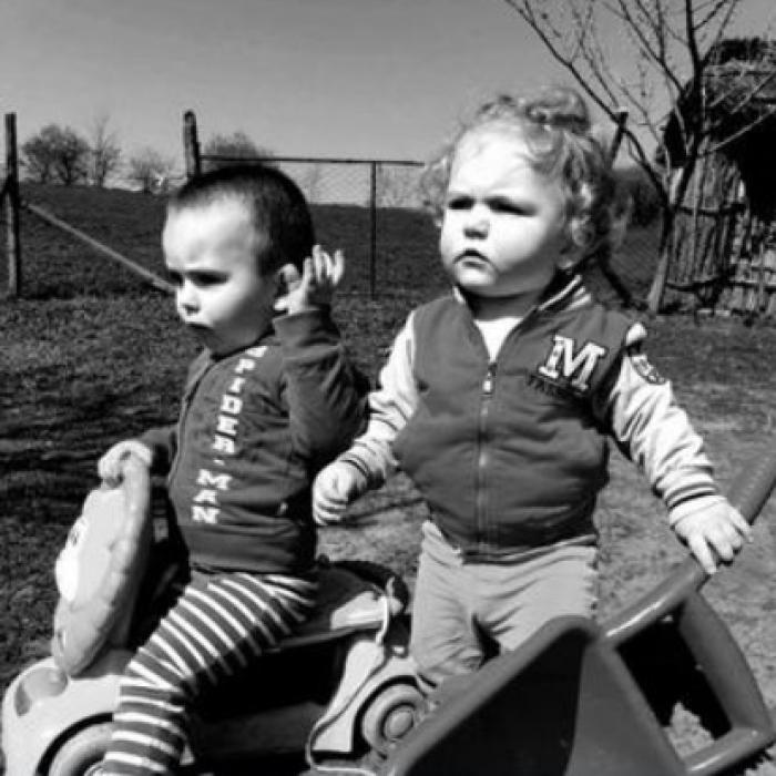 A murit și băiețelul de 3 ani din Iași care ar fi mâncat struguri nespălați. Frățiorul lui de un an și 6 luni s-a stins primul