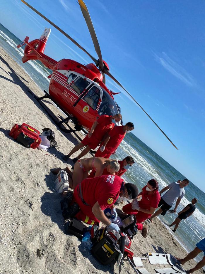 Doi tineri dispăruți în mare, la Corbu. Unul a fost văzut din elicopter și scos la mal, celălalt e de negăsit