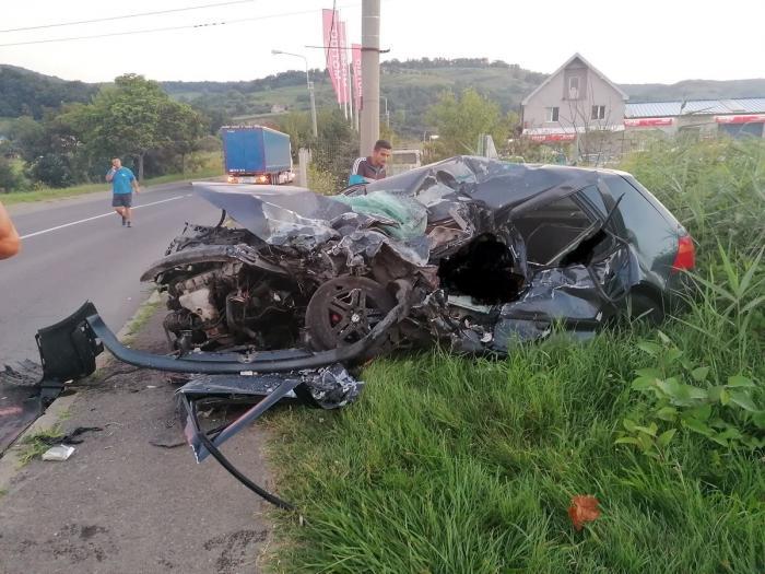 Accident mortal în Mediaș: Un tânăr a intrat cu mașina într-un TIR