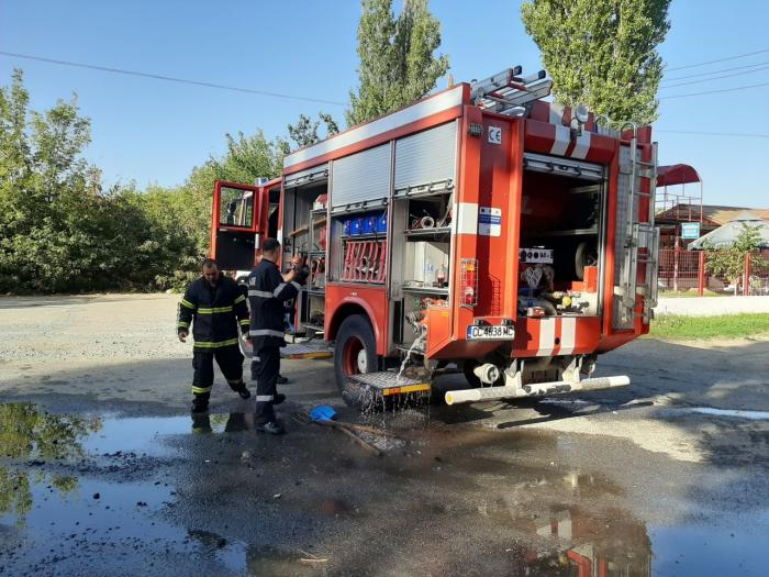 Pompierii bulgari au trecut granița în România ca să stingă un camion care ardea la Ostrov