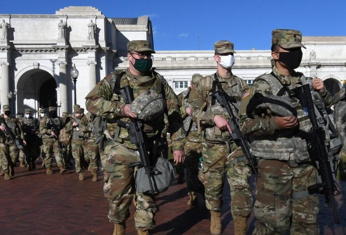 Atmosferă de asediu la Capitoliu. Zeci de mii de militari au fost mobilizaţi în ziua investirii lui Joe Biden