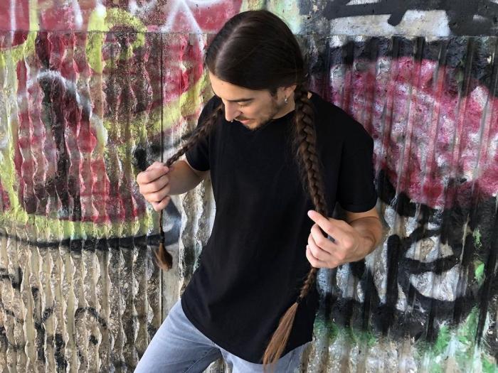 Massimo Volpe are părul lung de un metru și uneori și-l împletește