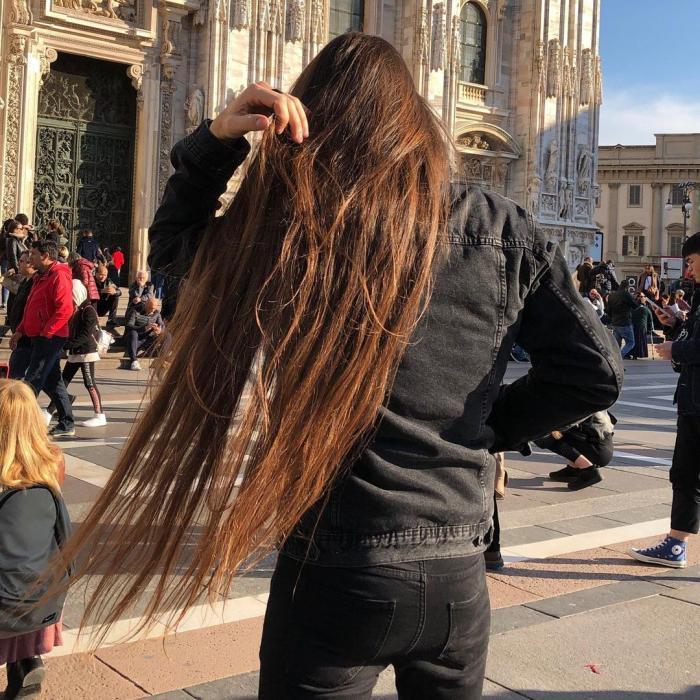 Massimo Volpe arată cât de lung este părul său