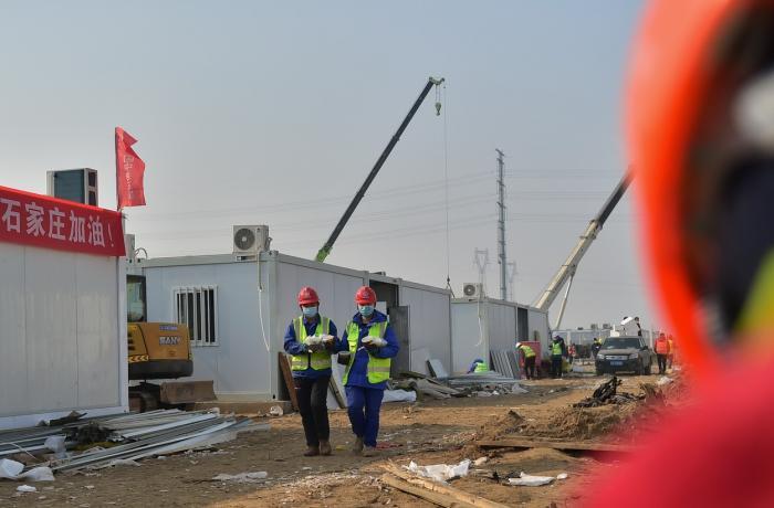 Pentru ridicarea centrului au fost aduși muncitori din întreaga țară