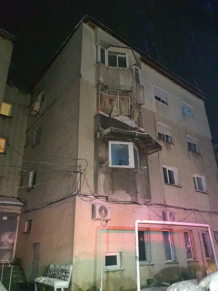 O centrală termică a explodat într-un bloc din Medgidia. Sunt patru victime, întreaga scară a fost evacuată