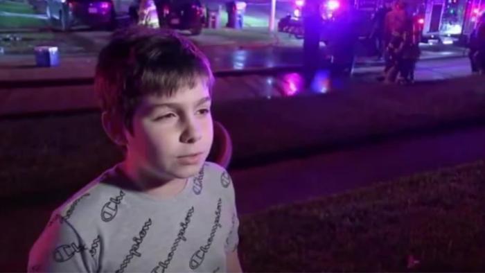 Băiețelul-erou care, în toiul nopții, a alergat din ușă în ușă ca să-și salveze vecinii de la incendiu, în SUA