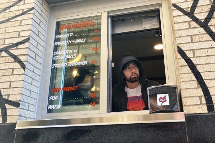 Eminem a vandut paste la restaurantul său din Detroit