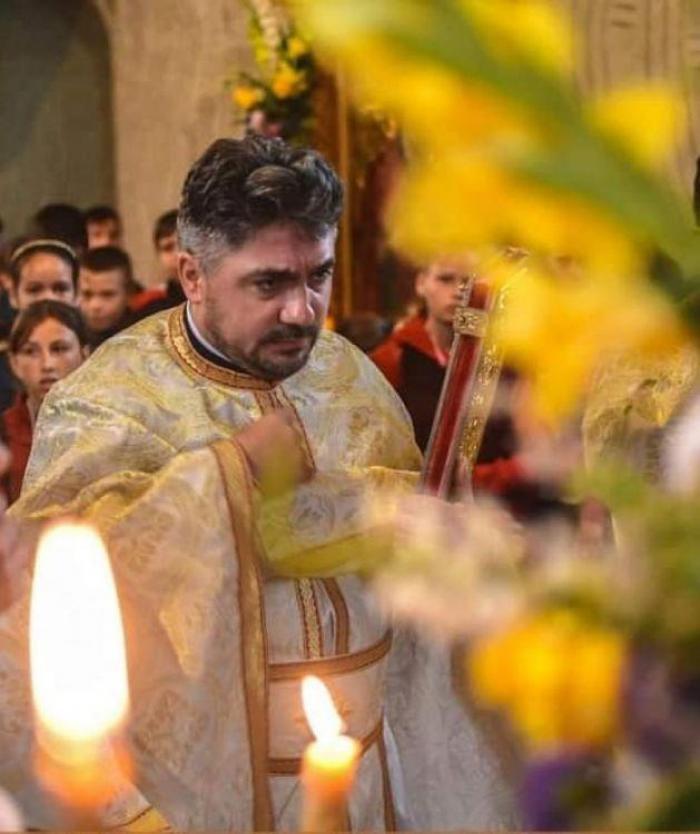 Sute de oameni au plâns în timp ce îl conduceau pe ultimul drum pe Ionuţ, preotul care a murit la doar 39 de ani într-un cumplit accident